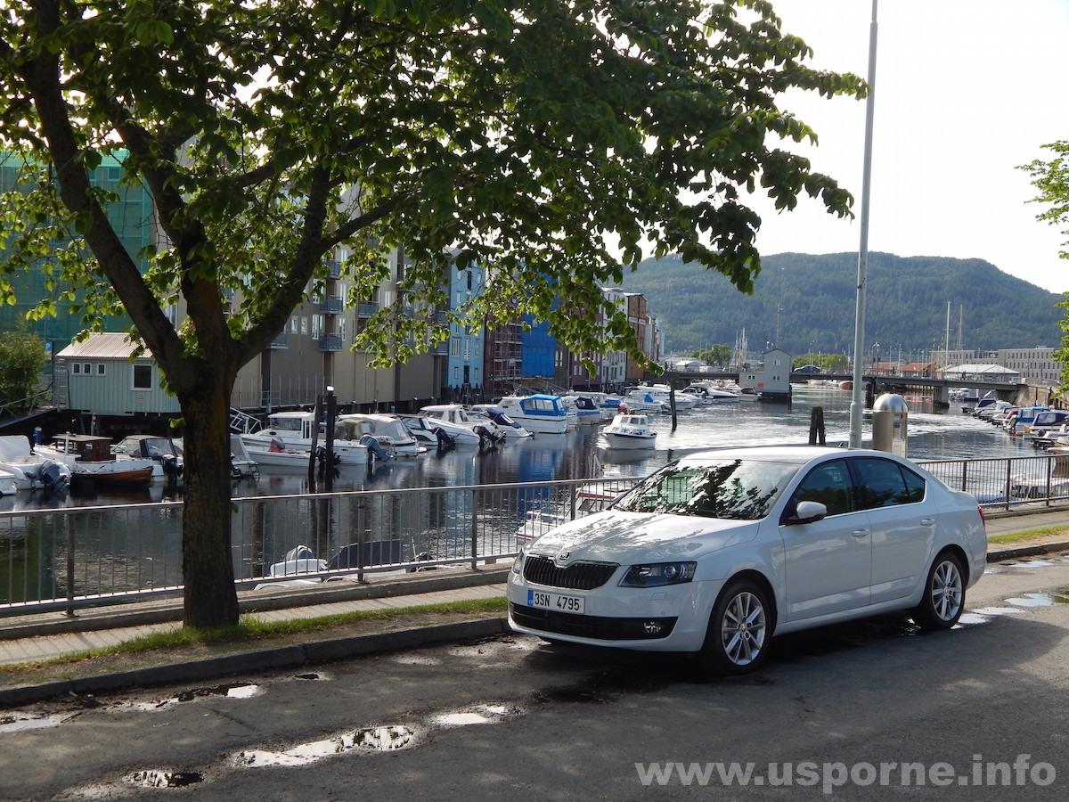 Škoda Octavia G-Tec - Trondheim nábřeží
