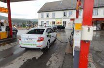 Tankováni benzínu ve městě Alvdal - po ujetí 1700 km