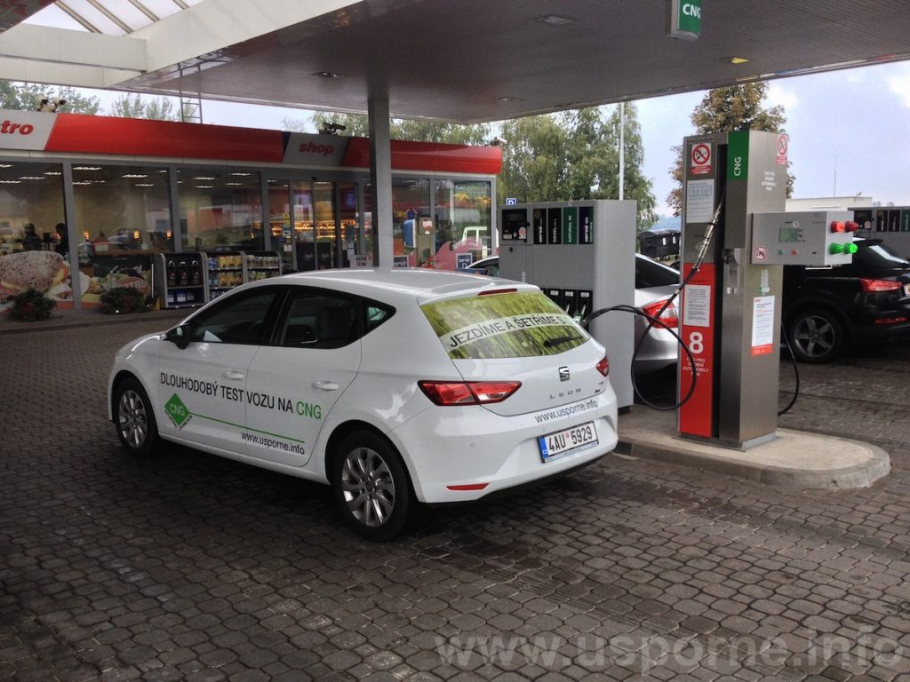 Seat Leon 1,4 TGI na Benzině u Humpolce, kde je CNG vedle ostatních paliv