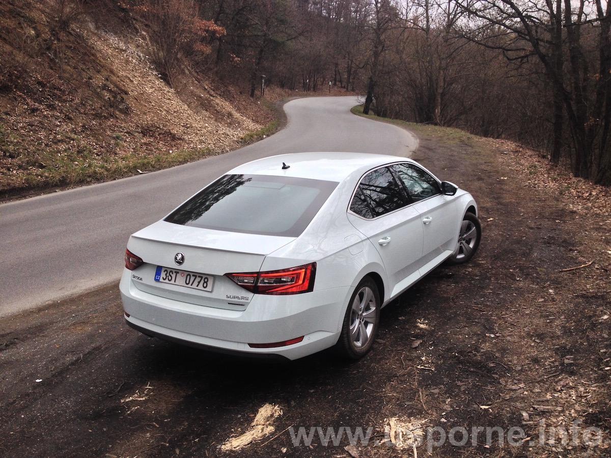 Škoda Superb GreenLine 1,6 TDI 88 kW - zezadu