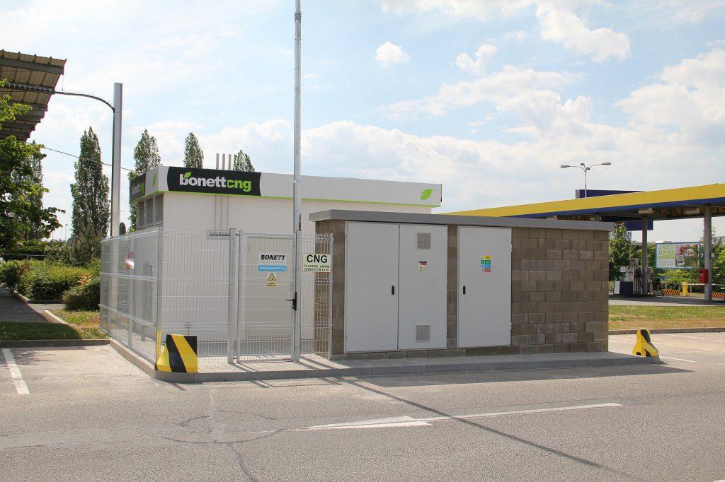 Bonett - CNG plnicí stanice u čerpací stanice řetězce MAKRO