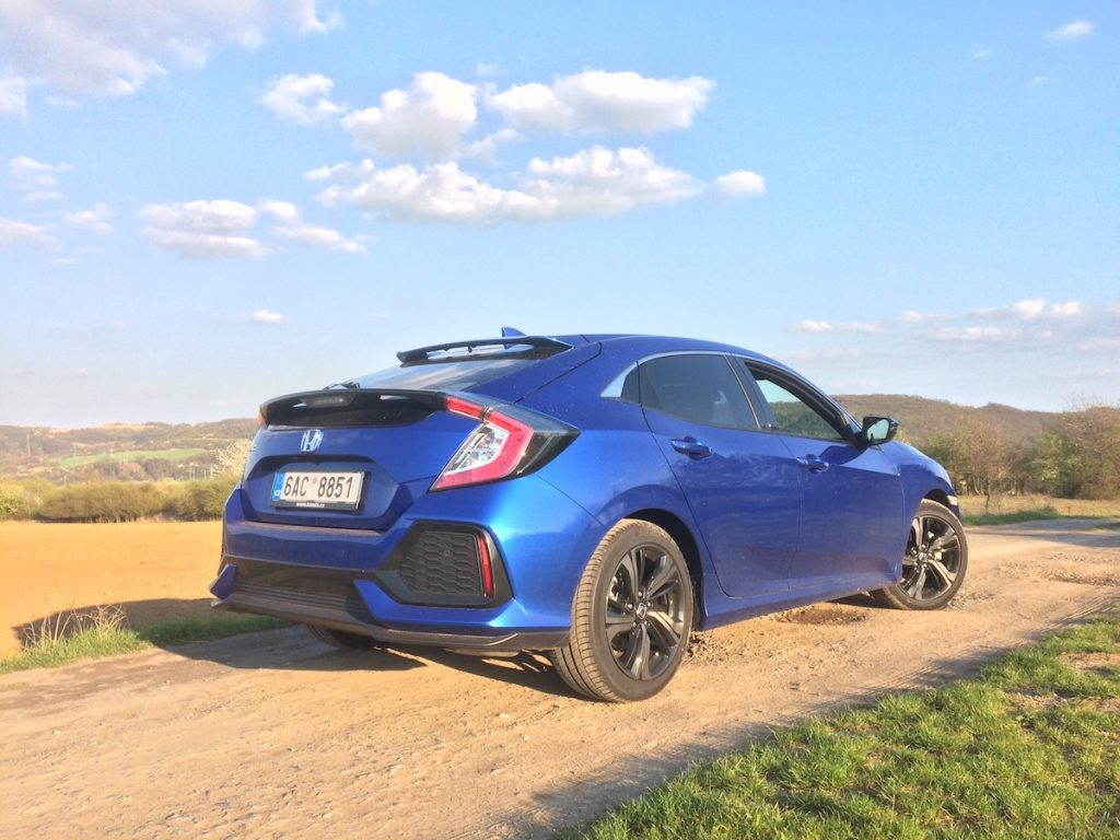 Honda Civic 1,0 VTEC TURBO 95 kW CVT – zezadu