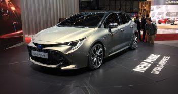 Toyota Auris Hybrid zepředu - Ženeva 2018