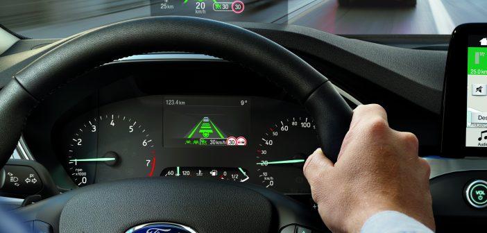 Ford ukázal, jak může adaptivní tempomat zlepšit plynulost i úspornost dopravy