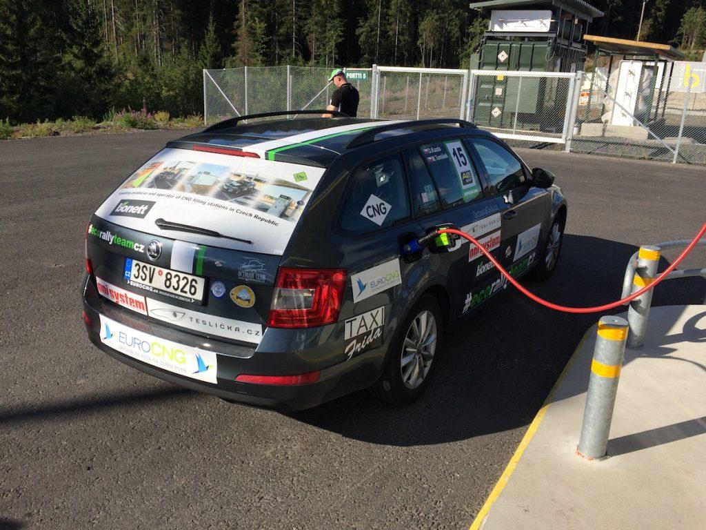 Tankování CNG v cíli EcoRun 1000 jezer