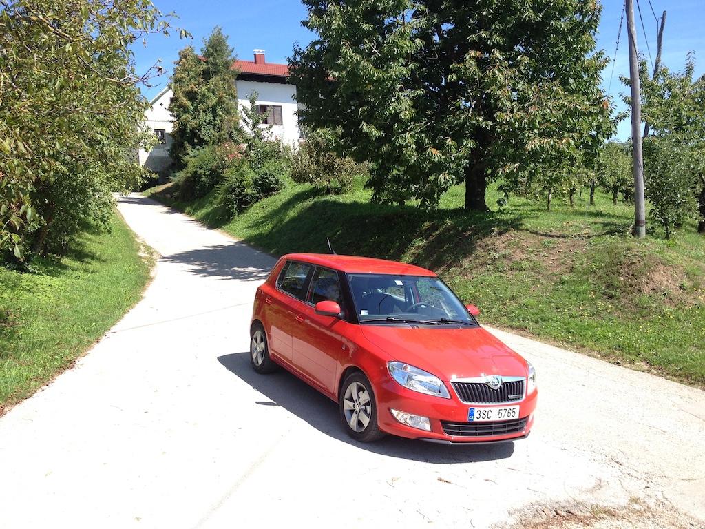 Úzke silnice ve Slovinsku - tudy nás vedla navigace