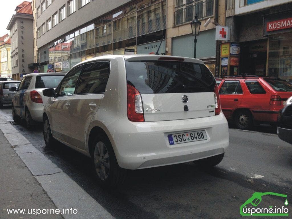 I při parkování v centru Prahy zbývá místo