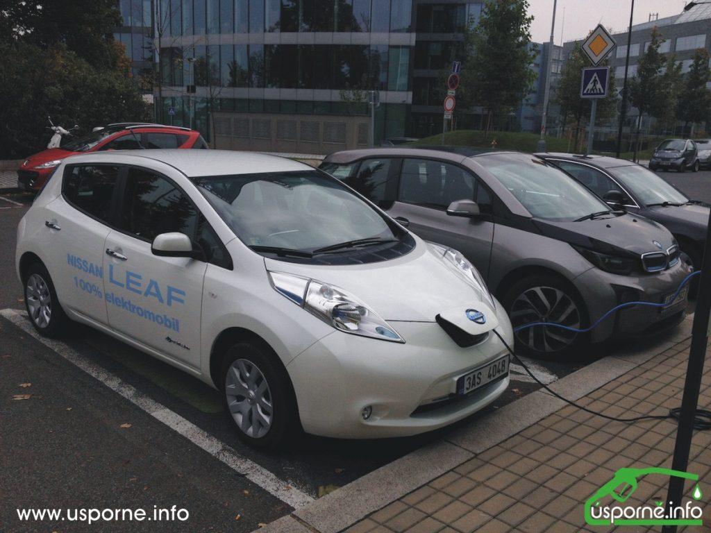 Nissan Leaf vedle BMW i3