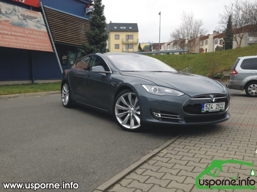 Tesla model S zepředu