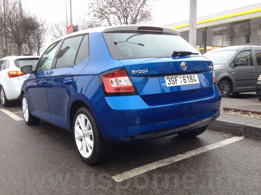 Nová Škoda Fabia 1,0 MPI zezadu