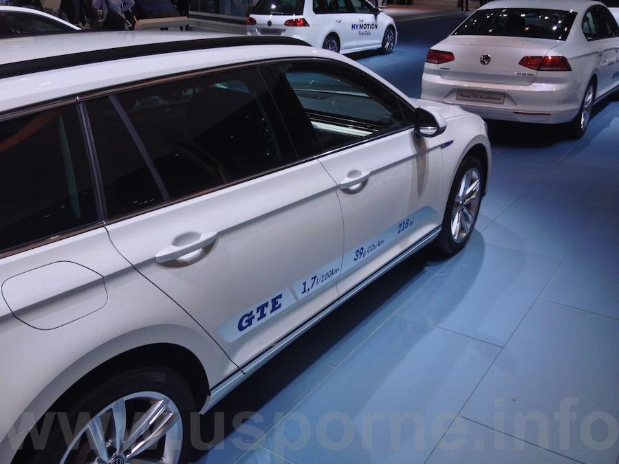 Volkswagen Passat Variant GTE - informace na boku
