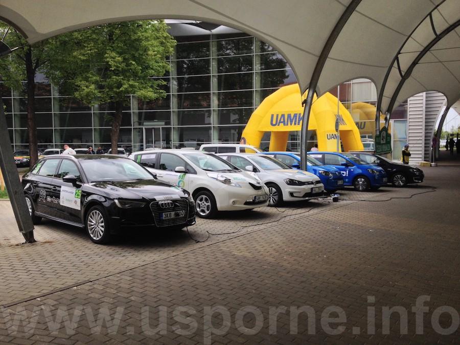 Elektromobily při dobijeni v Českých Budějovicích
