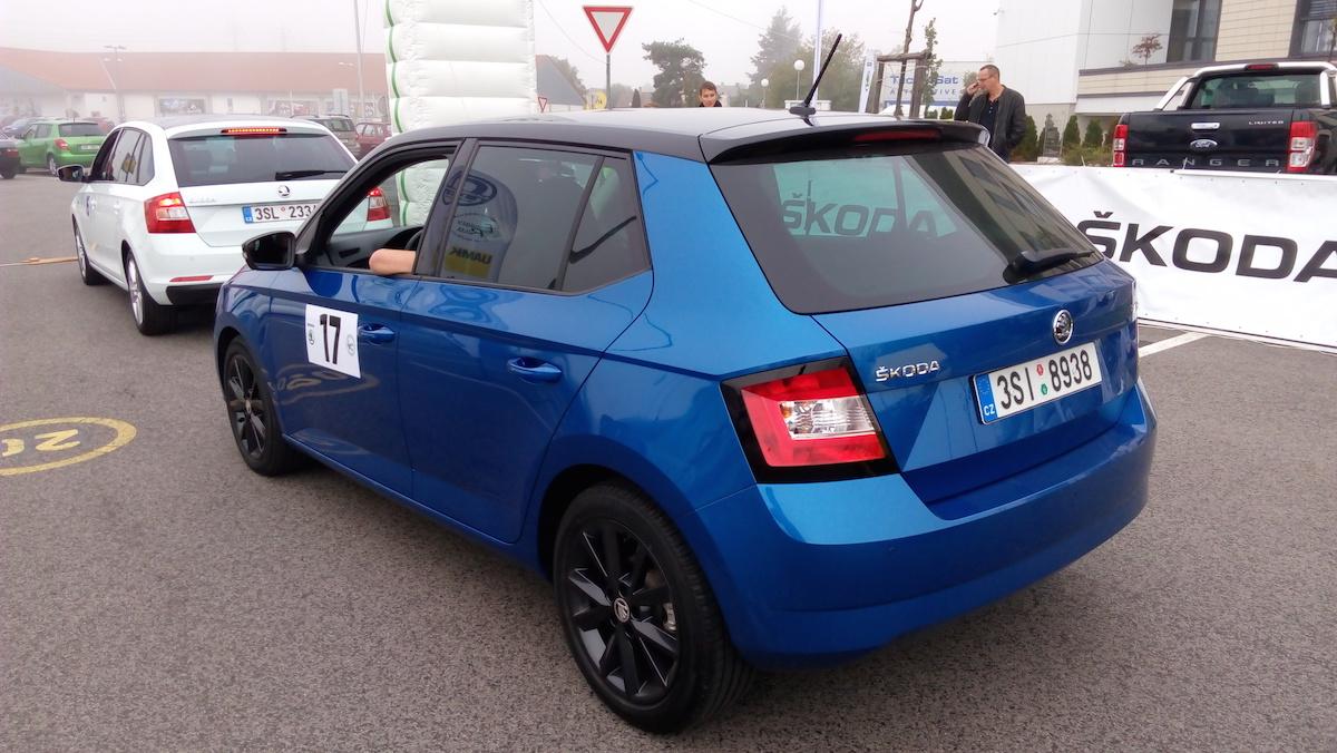 Škoda Fabia posádky číslo 17 před startem Škoda Economy Run