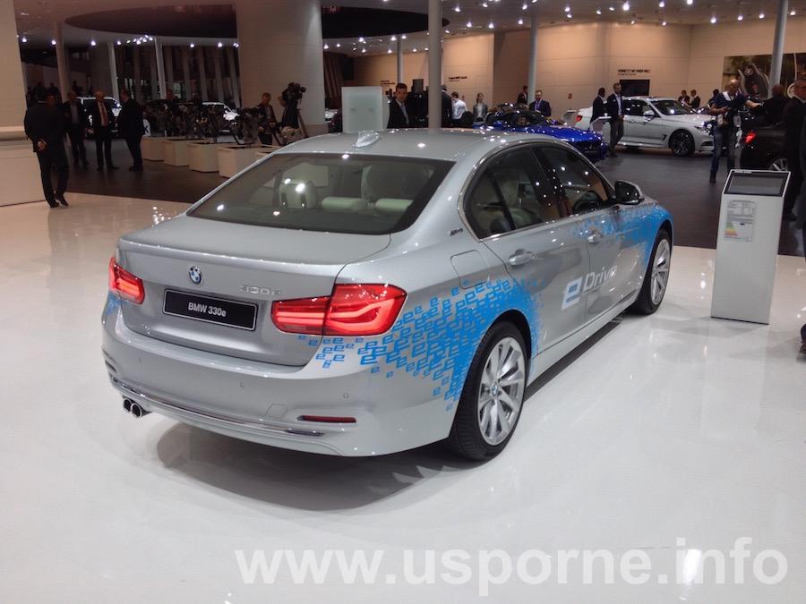BMW 330e, plug-in hybrid z řady eDrive zezadu