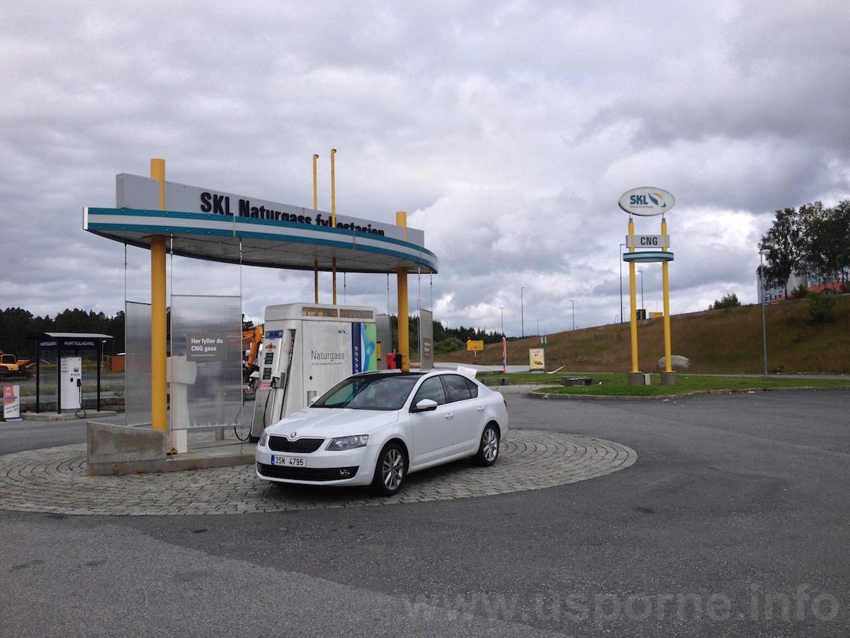 Octavia G-tec u plnicí stanice ve Stordu