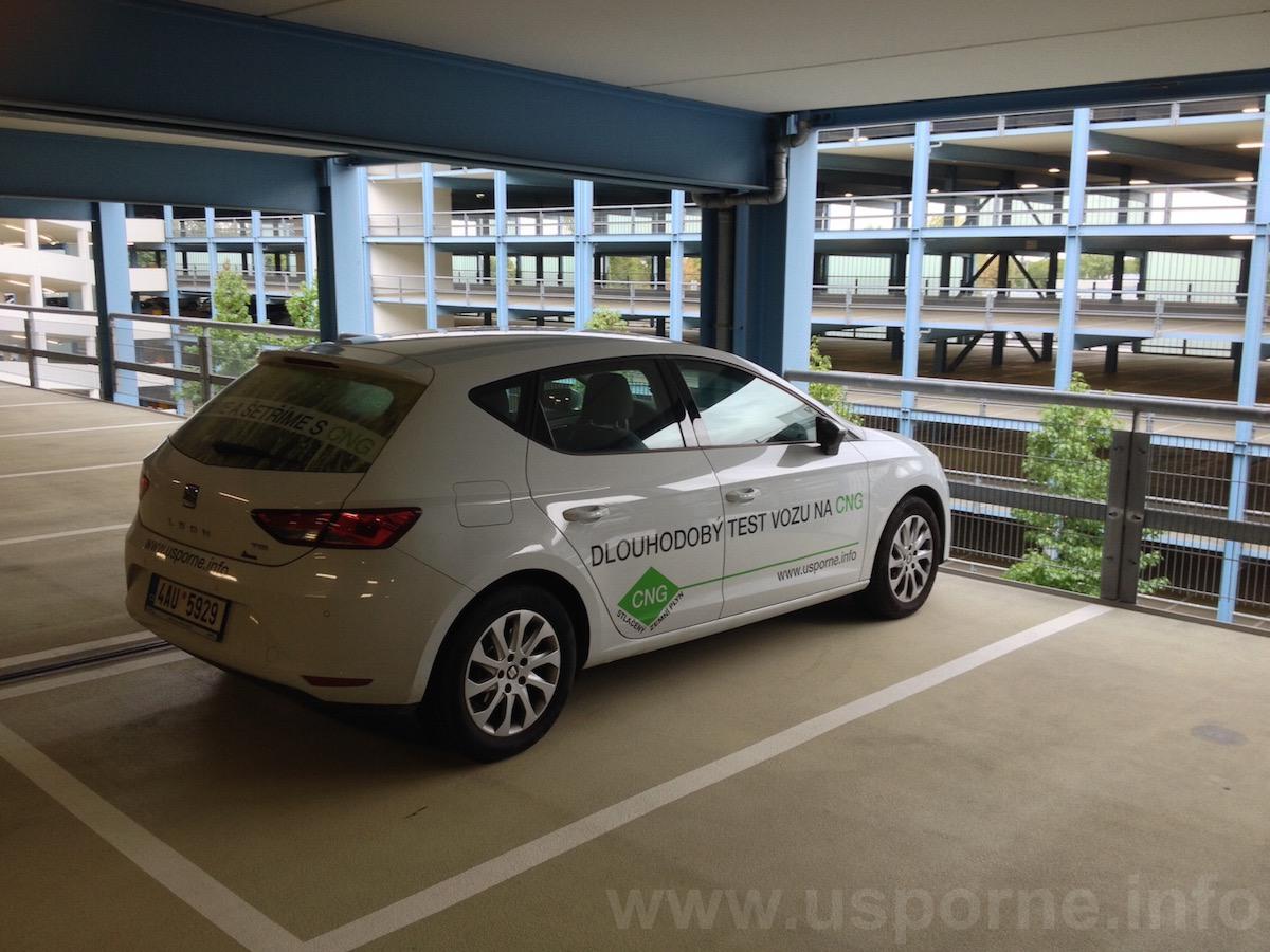 Seat Leon 1,4 TGI v parkovacím domě u výstaviště Frankfurt