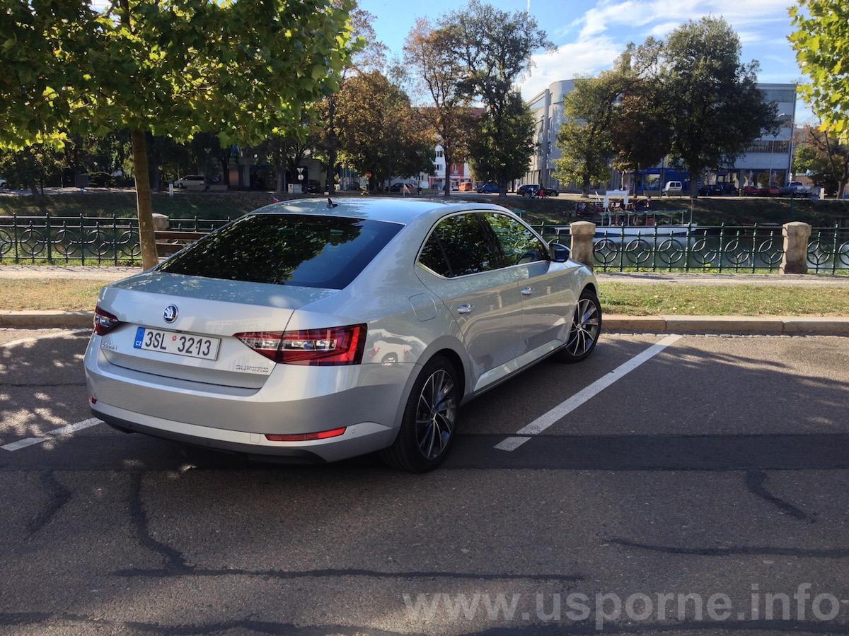 Škoda Superb 1,4 TSI ACT - zezadu