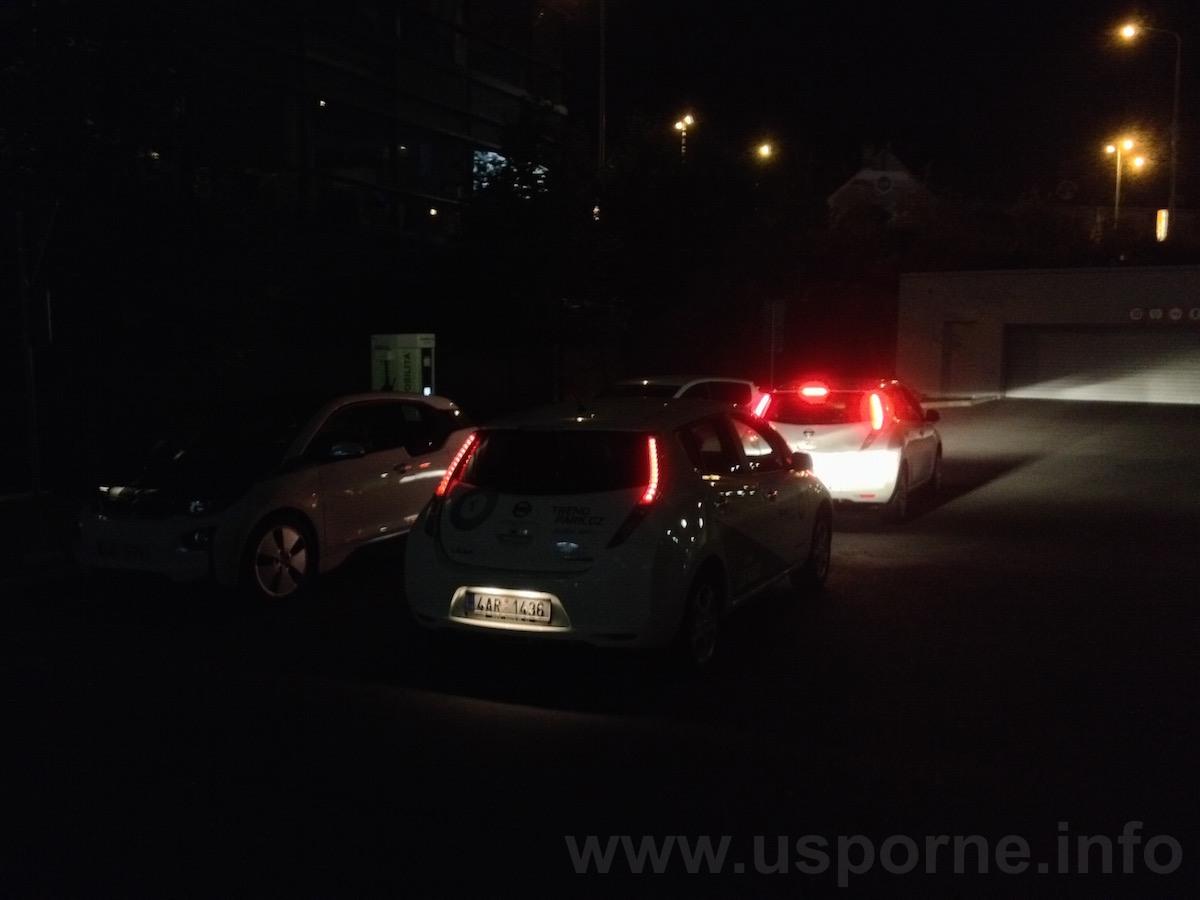 Standardní situace u rychlodobíjecí stanice ČEZ v Praze
