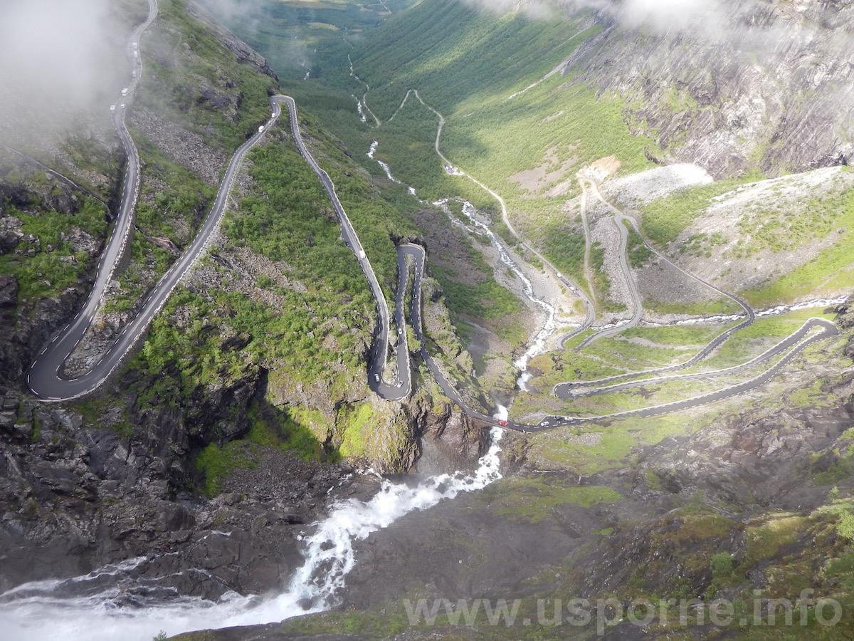 Trolí stezka (Trollstigen) z vrchu