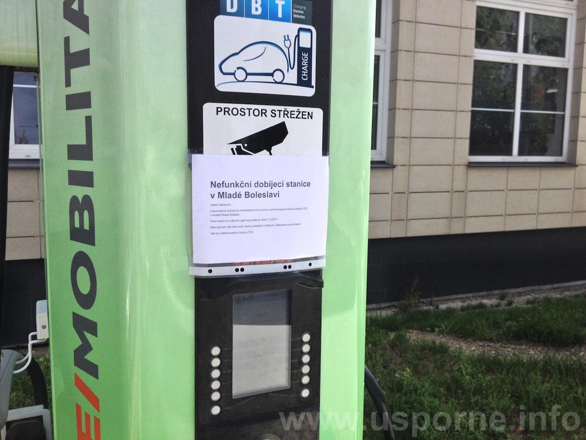 Údajně nefunkční dobíjecí stanice v Mladé Boleslavi