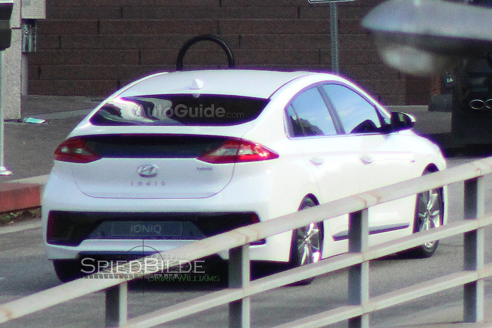Hyundai Ioniq - zezadu