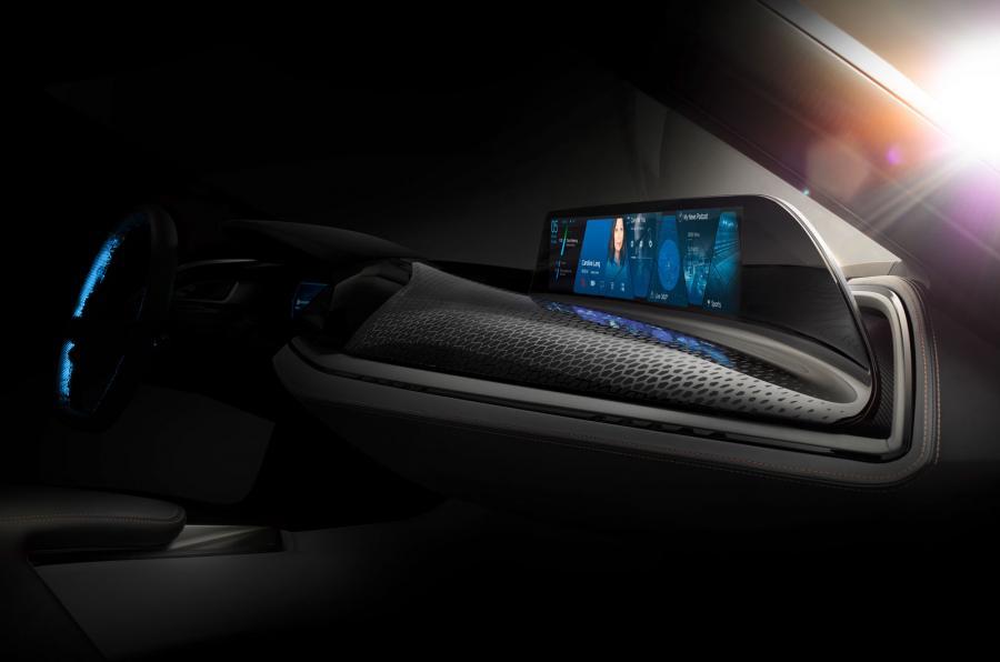 BMW i8 Spyder - interiér