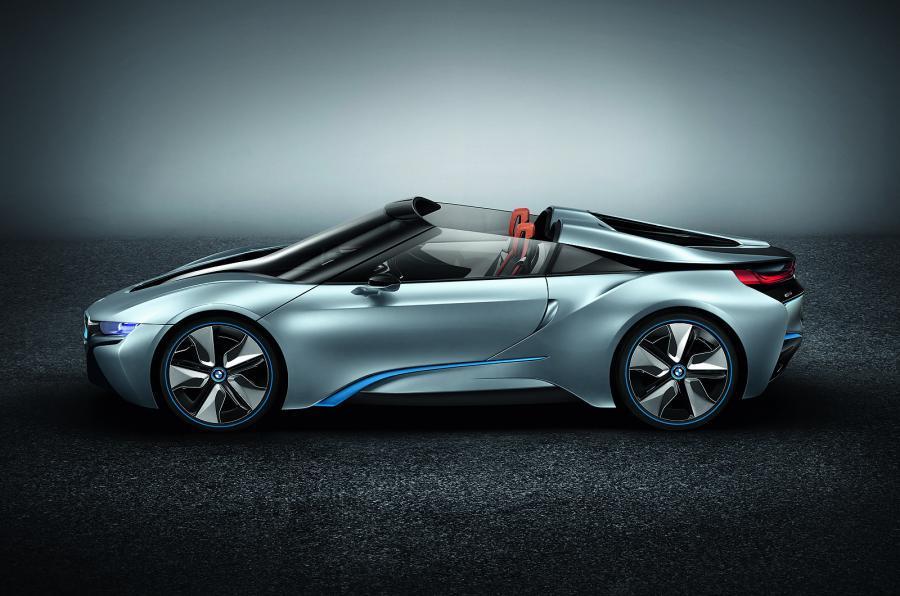 BMW i8 Spyder z boku