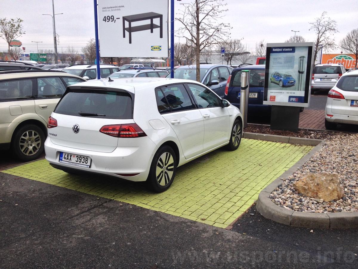 Volkswagen e-Golf - zezadu
