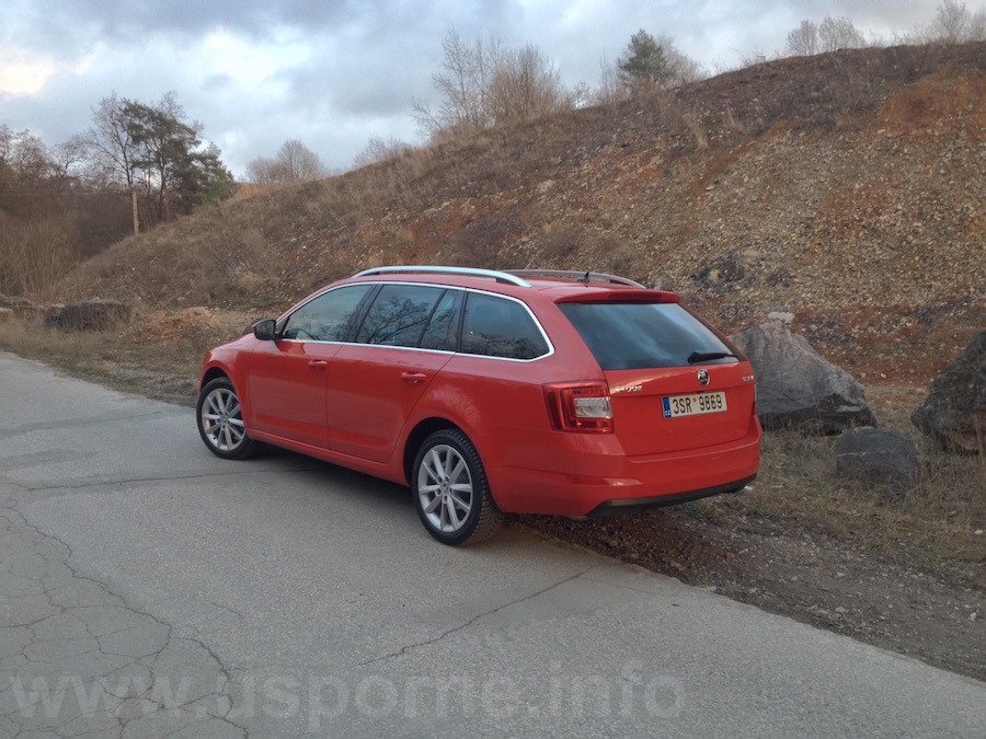 Škoda Octavia Combi 1,4 TSI 110 kW DSG – zezadu