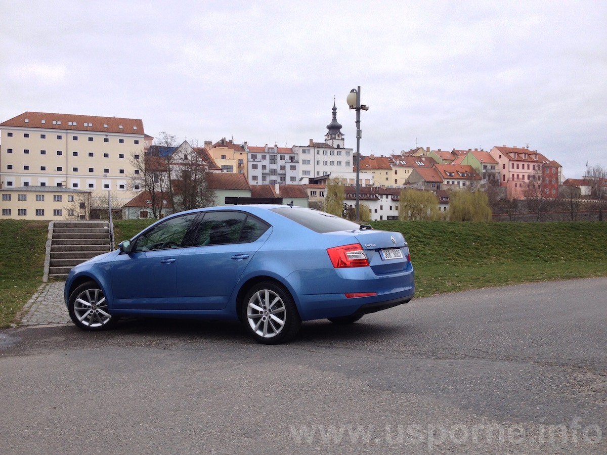 Škoda Octavia 1,2 TSI DSG - zezadu