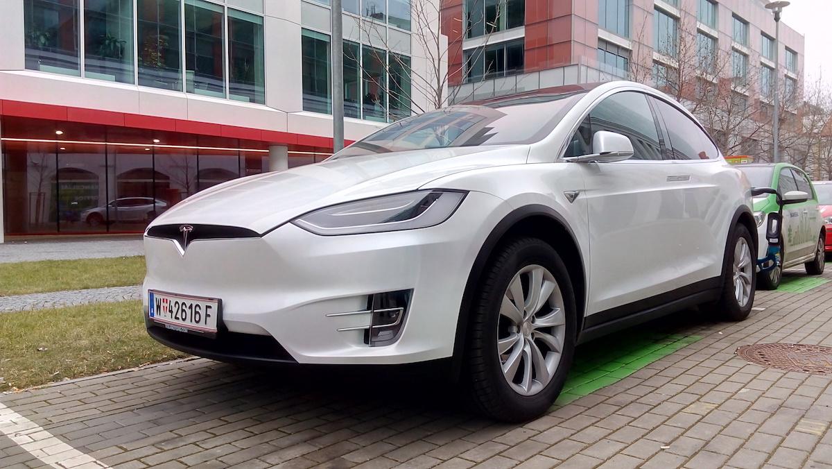 Tesla Model X - zepředu