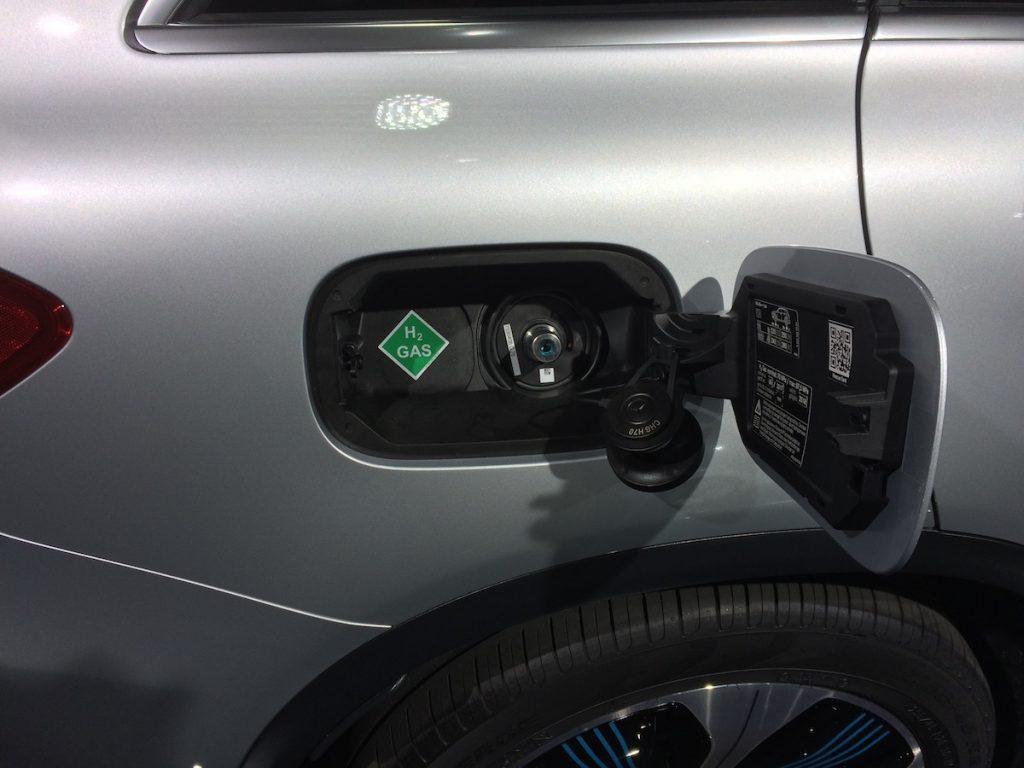 Mercedes-Benz GLC F-Cell Plug-in hybrid - plnicí hrdlo na vodík