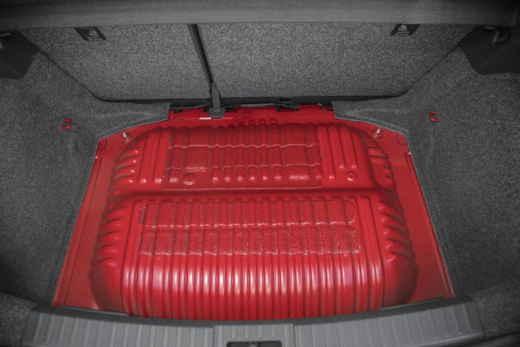 Nádrže na CNG pod zavazadlovým prostorem