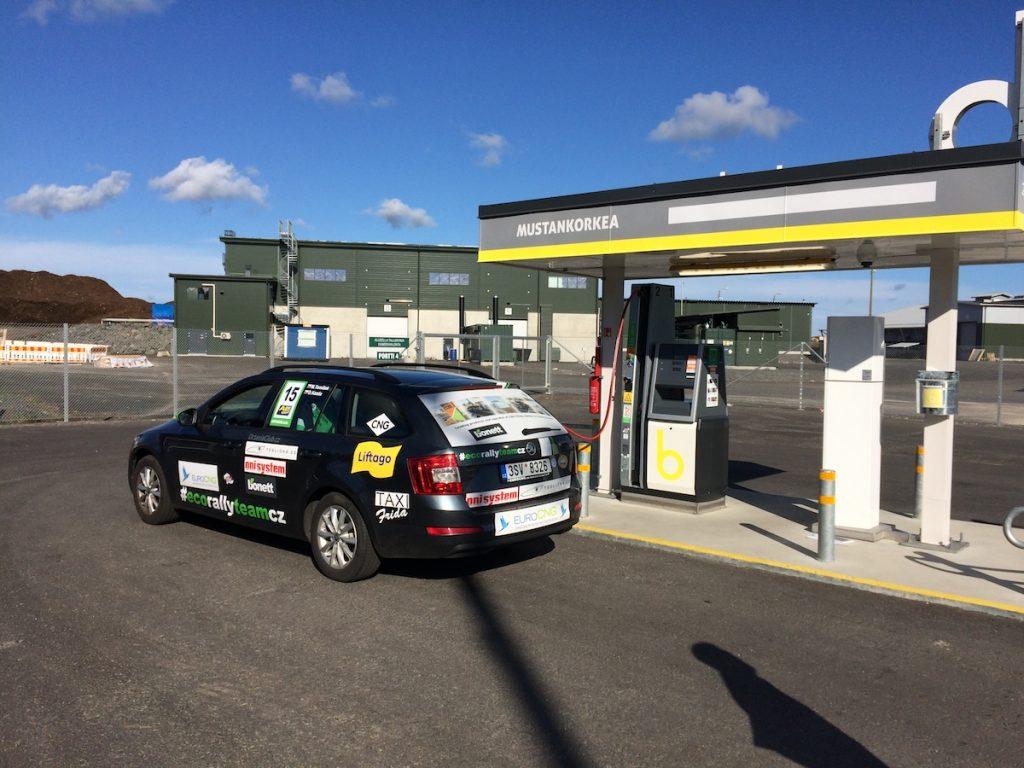 Tankování bioplynu v cíli EcoRun 1000 jezer
