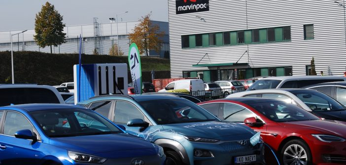 Rychlodobíjecí stanice 100 kW - 4 auta najednou