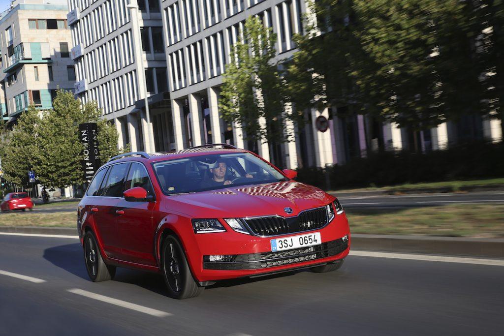 Škoda Octavia G-TEC červená - Karlín