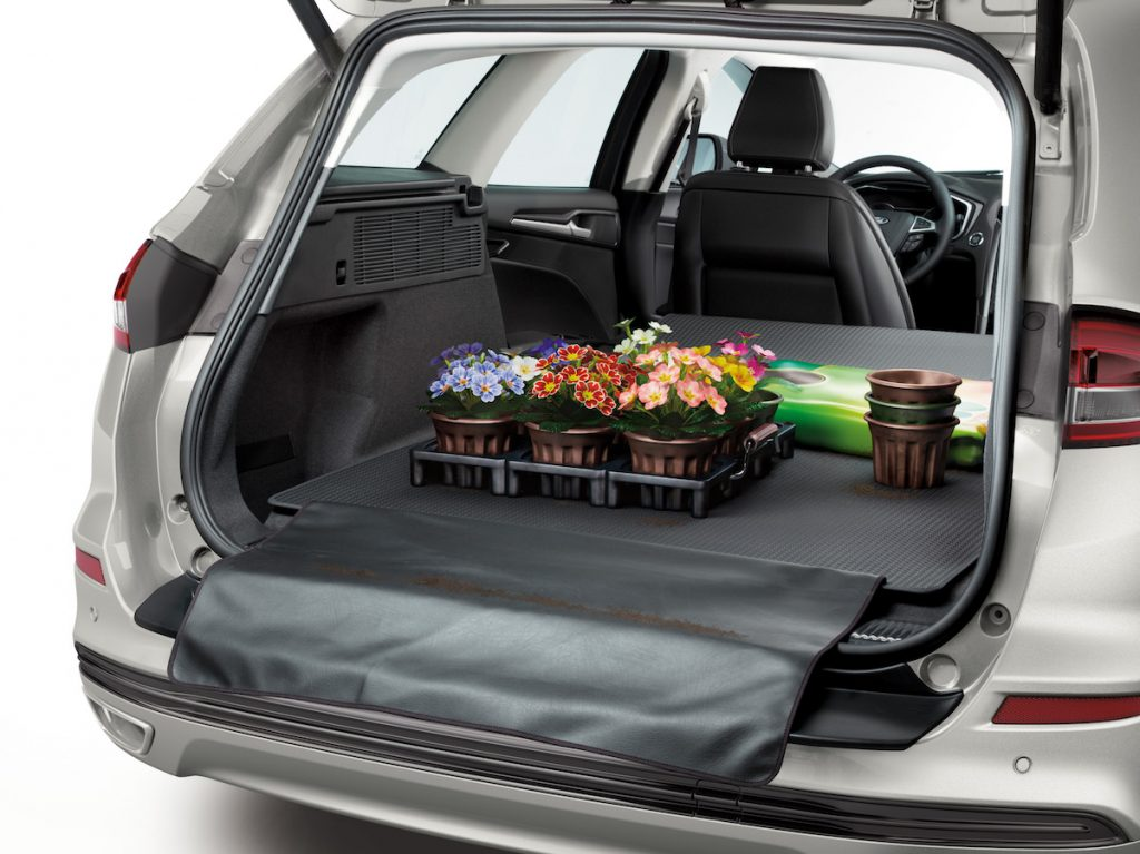 2019 Ford Mondeo Hybrid kombi - zavazadlový prostor