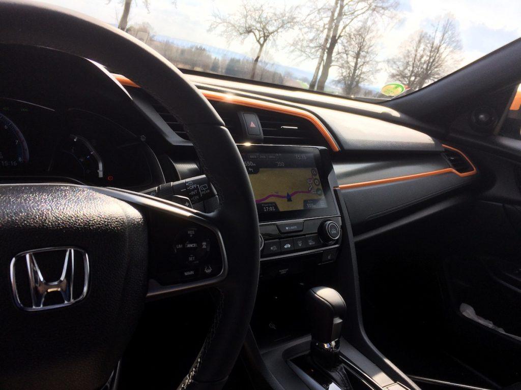 Honda Civic 1,5 VTEC TURBO - interiér