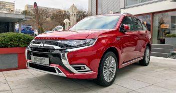 Mitsubishi Outlander PHEV - červený zepředu