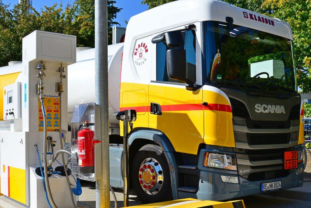 Scania G410 na plnicí stanici LNG