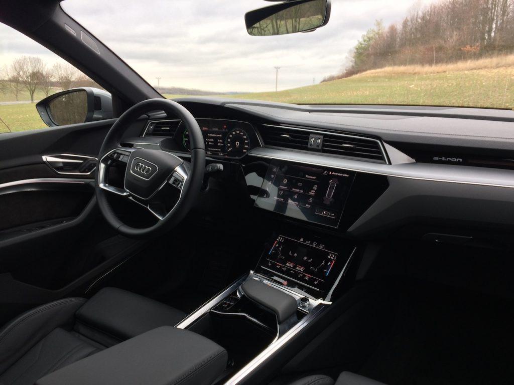 Audi e-tron 55 quattro - interiér