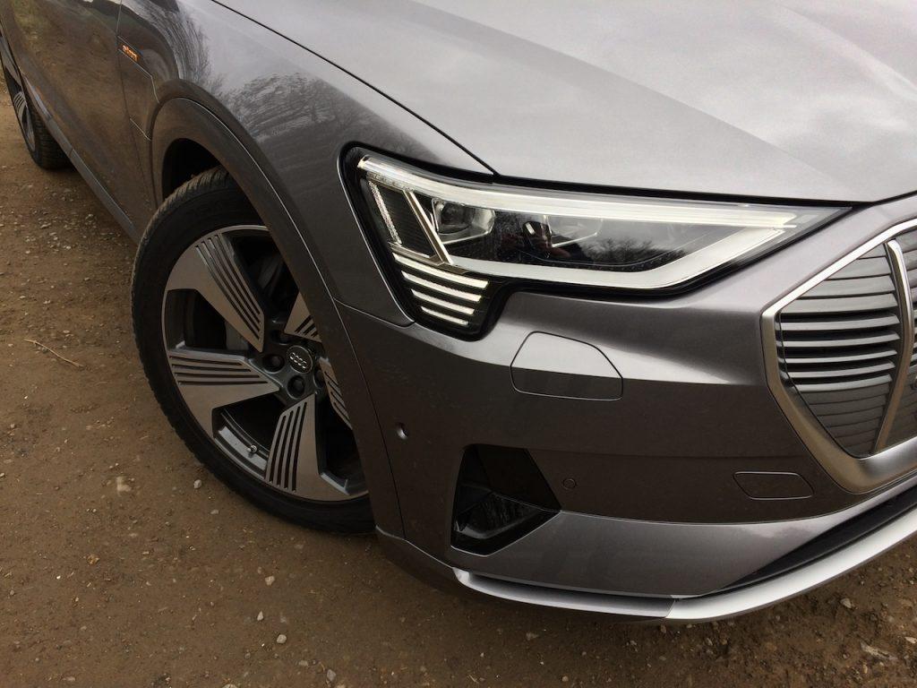 Audi e-tron 55 quattro - přední světlo