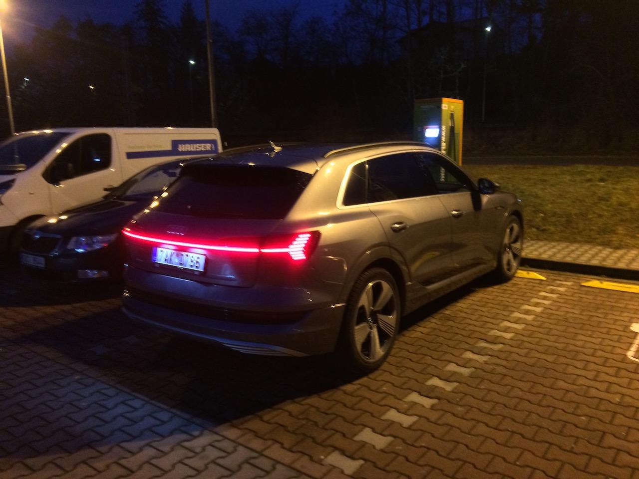 Audi e-tron 55 quattro - rychlodobíjecí stanice Písek