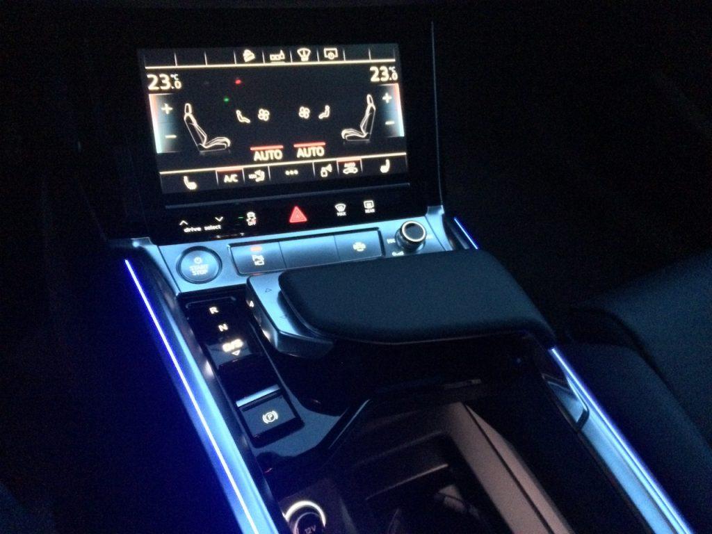 Audi e-tron 55 quattro - volič - řadicí páka