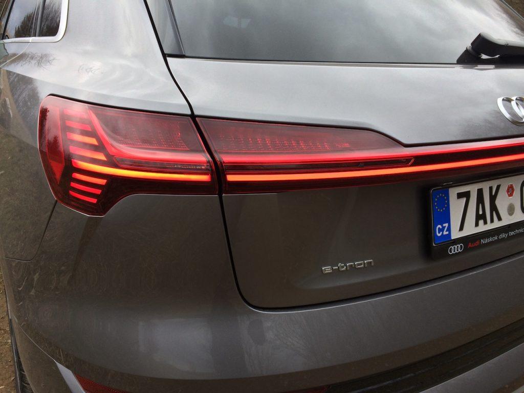Audi e-tron 55 quattro - zadní světlo