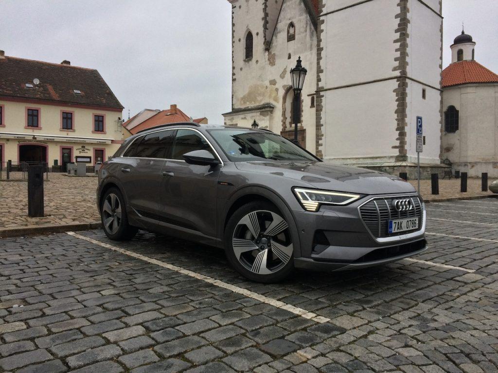 Audi e-tron 55 quattro - zepředu