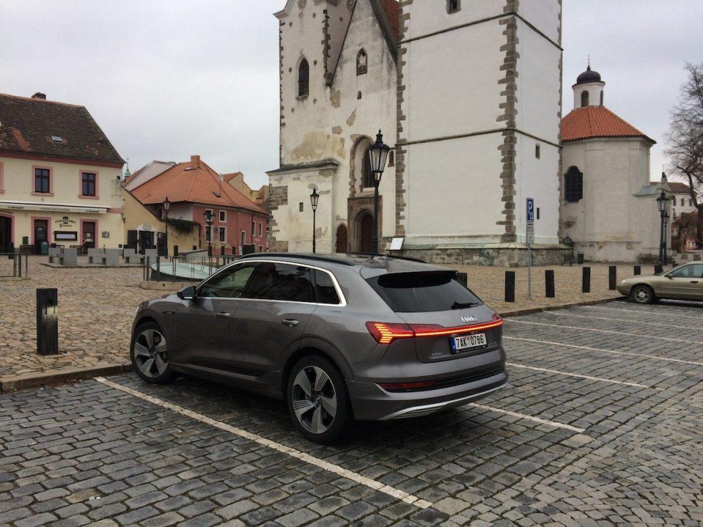 Audi e-tron 55 quattro - zezadu