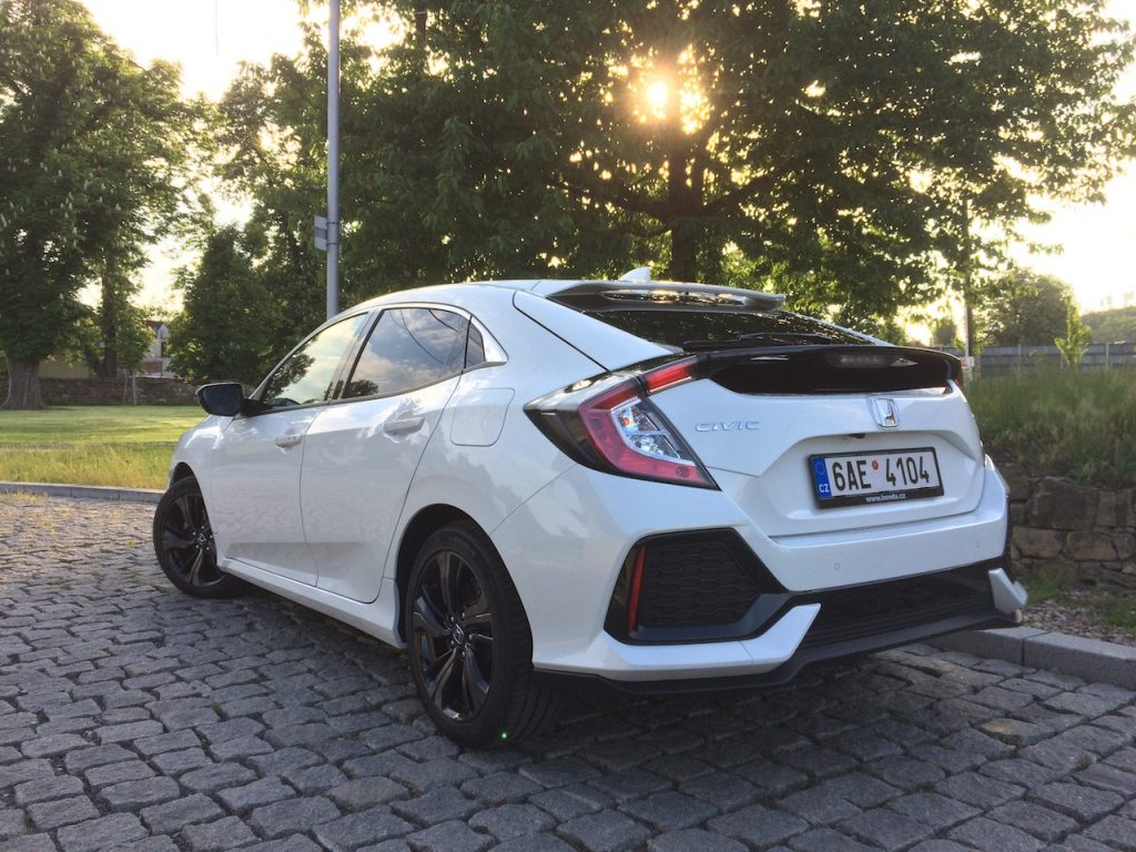 Honda Civic 1.0 VTEC TURBO 96 kW zezadu