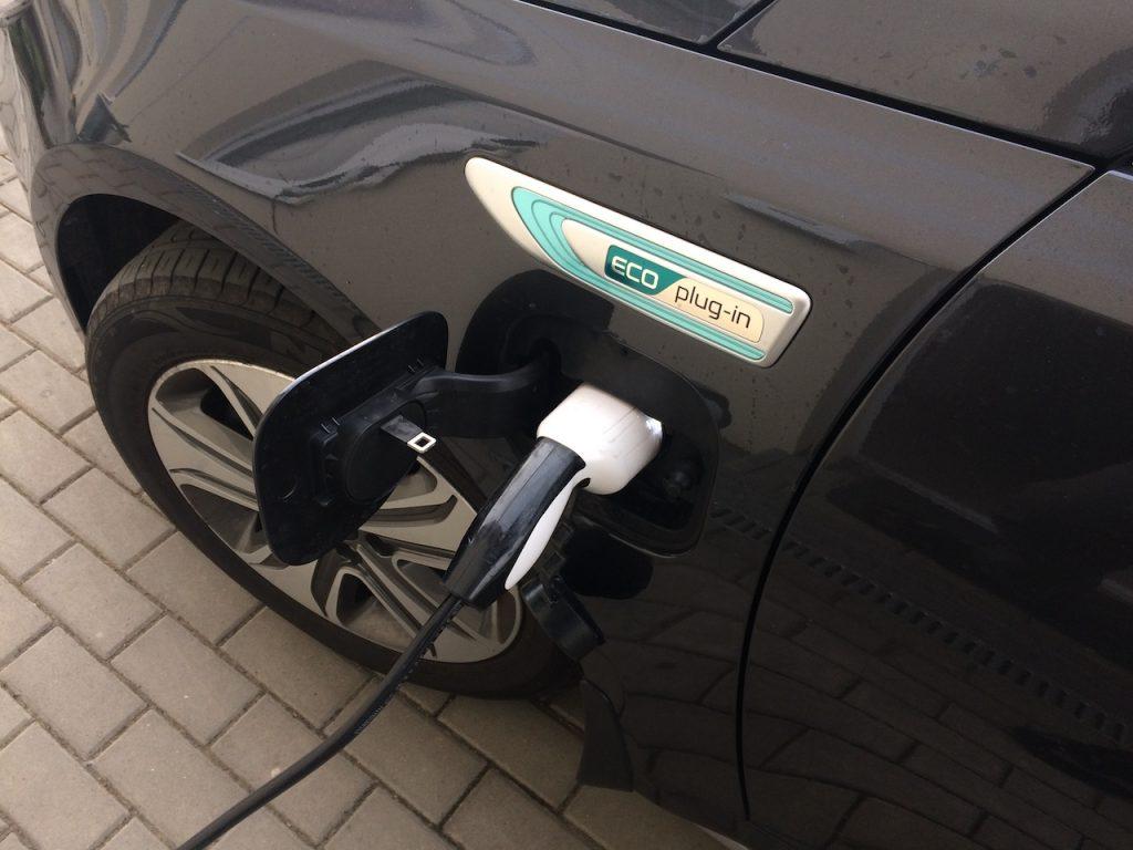 Kia Optima Plug-in hybrid (PHEV) - nabíjení - nabíjecí zásuvka Mennekes
