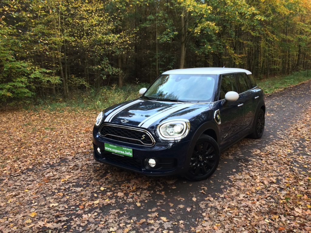 Mini Countryman S E All4 - zepředu a z boku